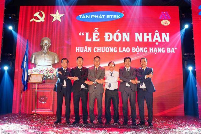 Tân Phát kỷ niệm 20 năm thành lập và đón nhận Huân chương Lao động Hạng Ba
