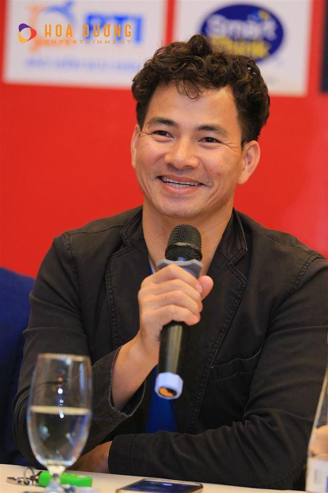 Nghệ sĩ Xuân Bắc phát biểu trong buổi họp báo