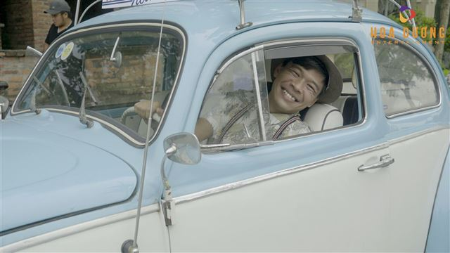 Trung ruồi lần đầu làm tài xế trong Hậu trường Taxi Ruồi